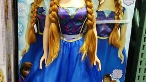 【コストコ】ディズニーの大きいぬいぐるみ・人形がさらに巨大化!アナ雪グッズも増えてました